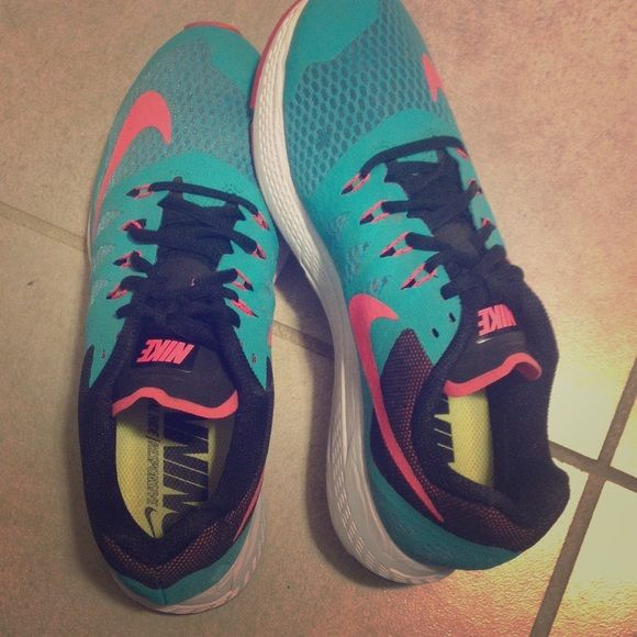 Nike Zoom Elite 7 New Nike shoes size 9. Only worn once! Nike Shoes
