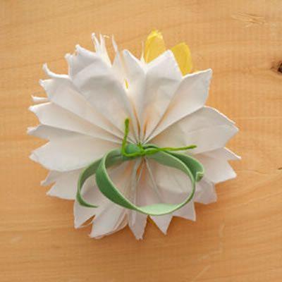 Porta guardanapos para casamento com flor de papel seda