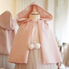 Cape fille laine rose avec capuche