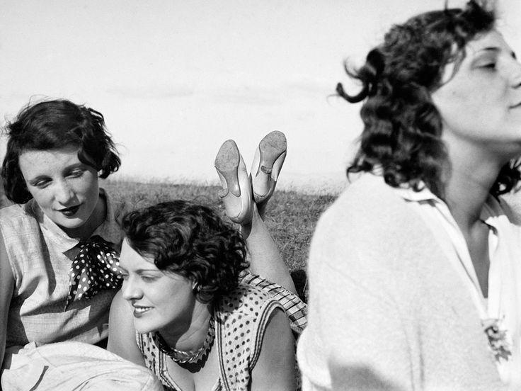 Bibi, Freddy, Margot, Aix-les-Bains, July 1928. Jacques Henri Lartigue