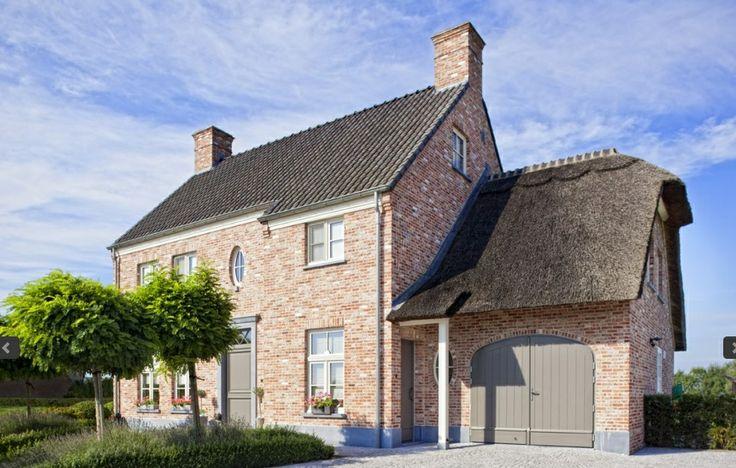 Woning met een met riet bedekte aanbouw kempische en pastorijstijl pinterest villas home - Bedekte pergola ...