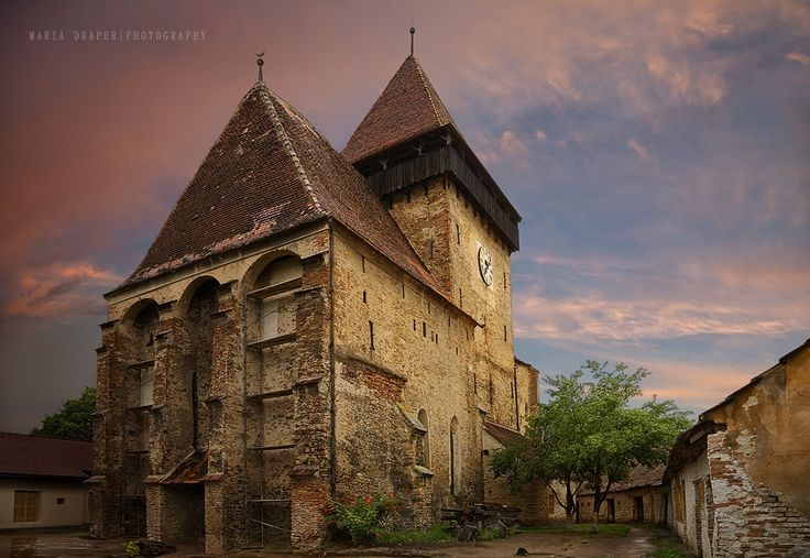 Axente Sever Fortified Church, Sibiu, Romania / photo by Maria Draper 500px.cpm