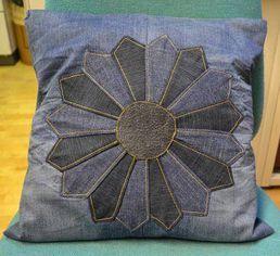 Farkuista tuunattu tyynynpäällinen