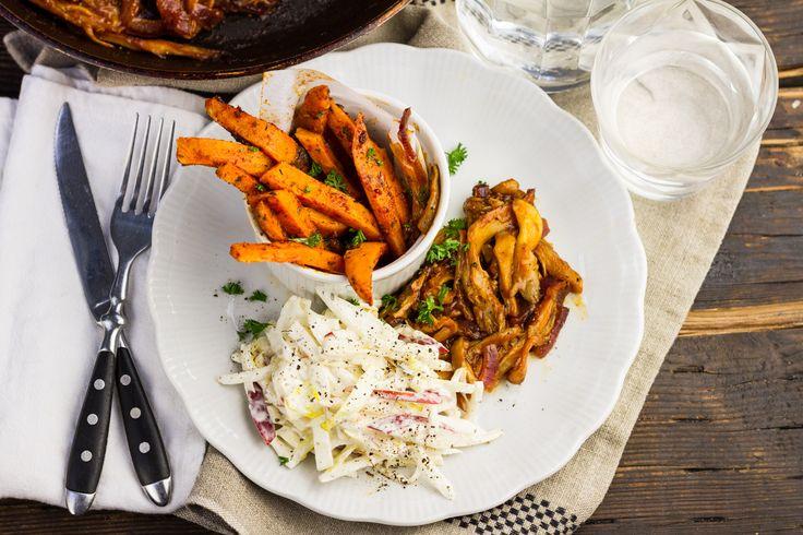Koken met aanbiedingen: gemarineerde oesterzwammen met zoete aardappelfriet en witlof salade