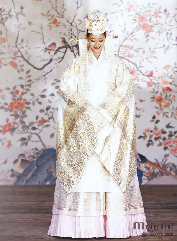 Bridal hanbok, Love the pearl hues!