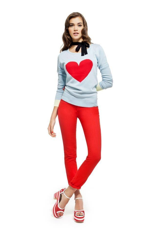 Las Oreiro Sweater Letizia celeste / Jean Adri O rojo / Plataforma Rómola Roja