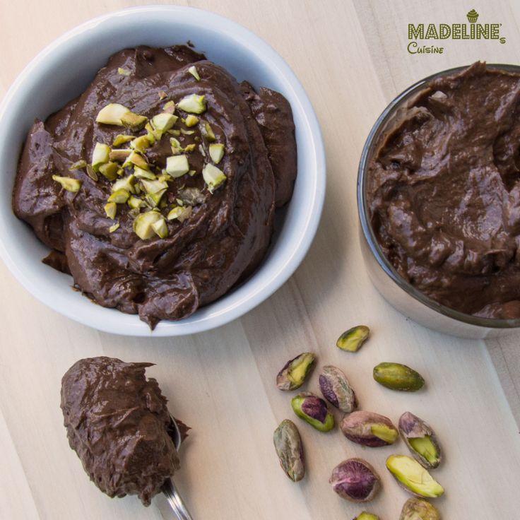 Avocado este un fruct nu doar extrem de sanatos, ci si foarte versatil: se poate folosi atat la preparate sarate, cum ar fi Guacamole,cat si dulci,ca aceasta budinca de avocado si ciocolata. Este atat de fina si de cremoasa ca va veti indragosti pe loc de ea :) Ingrediente (2 portii): 2avocado coapte 3 lg …Read more...