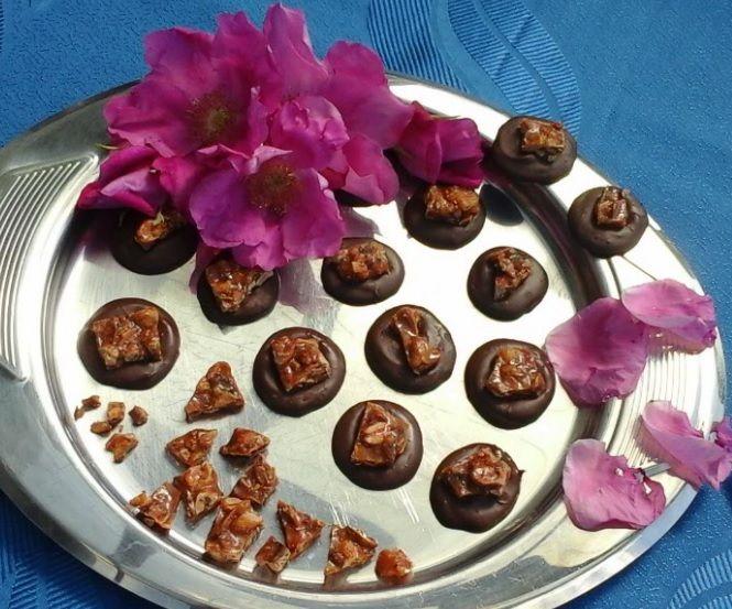 Wiem, że lubisz słodycze! Każdy je lubi! To nie grzech. Jednak warto zdrowo wybierać, bo jak wiadomo cukier nie wpływa na nasze zdrowie pozytywnie. Wiesz, że jednak można zdrowo cieszyć się słodkościami? ZGARNIJ przepis na: Słodkie Kropelki Deszczu >> http://www.mapazdrowia.pl/przepisy/antydepresyjne-slodkosci/