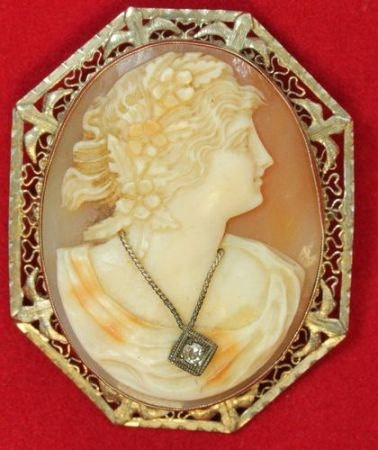Victorian/Edwardian shell cameo brooch 14k gold W / Diamond