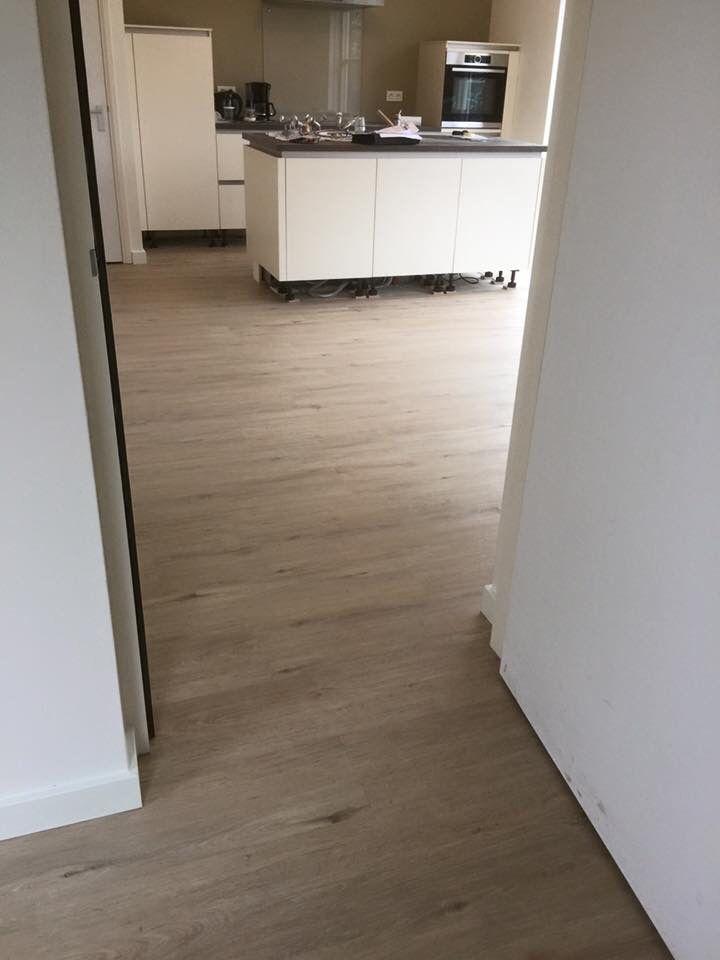 PVC in houtlook in de woonkamer en keuken