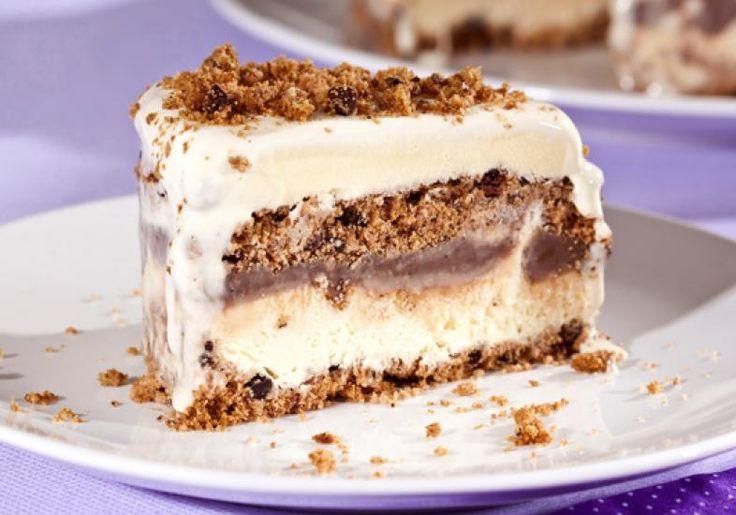 Com base de biscoitos, o pavê rápido de sorvete, brigadeiro e cookies é uma perdição das sobremesas, afinal, tem