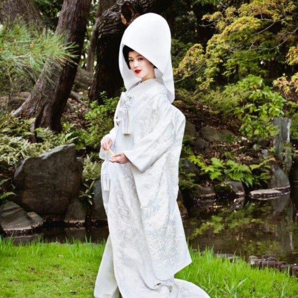 美しすぎる日本髪♡花嫁和装にぴったりの『綿帽子』と『角隠し』をお勉強♩にて紹介している画像