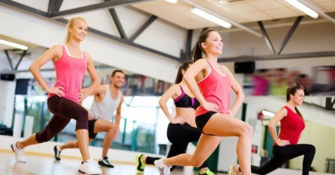 10 exercices spécial abdos-fessiers : http://www.fourchette-et-bikini.fr/sport/10-exercices-special-abdos-fessiers-39254.html