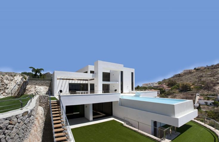 Mediterranean House Soothing Residential Project Overlooking the Mediterranean