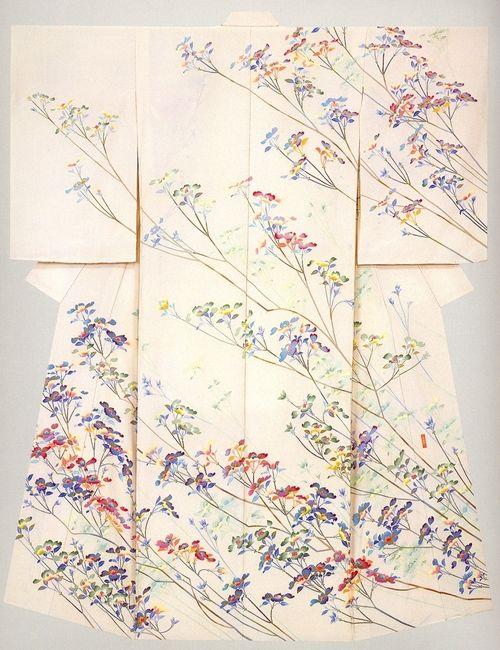 加賀友禅 The Japan's three yuzen. Kaga yuzen. An tinge with the depth is a characteristic and is good at photograph taken on a spot-like expression. Simple kimono not to use other technique only by dyeing