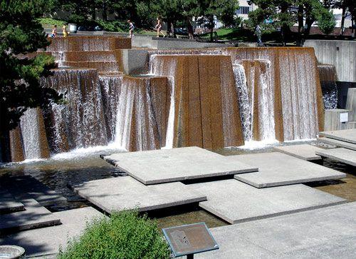 Ira Keller Fountain in Portland  – Photo: Phil Gilston