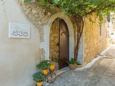 Rethymno villa rental - Wonderful detail in the entrance of the villa!