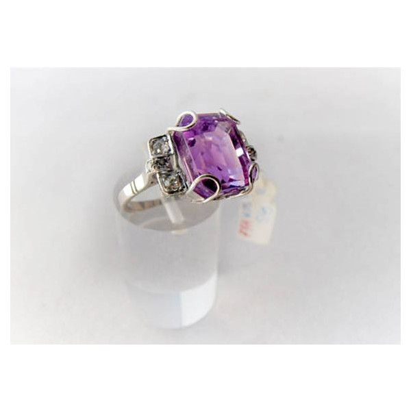 Vintage 18k White Gold Amethyst and Diamonds Ring ❤ liked on Polyvore featuring jewelry, rings, vintage rings, vintage amethyst ring, 18k white gold ring, 18k diamond ring and vintage jewelry