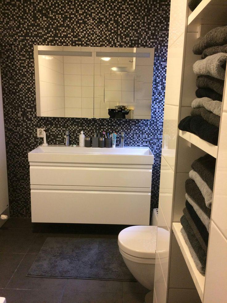 25 beste idee n over zwart wit badkamers op pinterest badkamer en zwart witte kamers - Moderne badkamer meubels ...