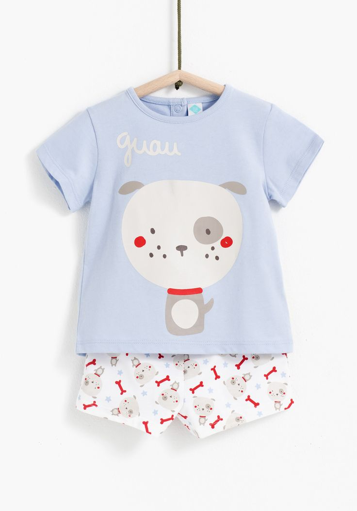 Pijama de dos piezas estampado,  para niño o niña de manga corta y pantalón corto, con cuello redondo. Cintura elástica y cierre de botones a presión. Diseñado en España.Algodón 100%