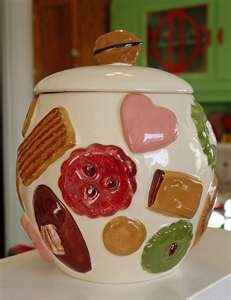 This was the cookie jar I grew up with in the '50s - both mom and grandma had one.  Grandma's was ALWAYS filled with Pecan Sandies!