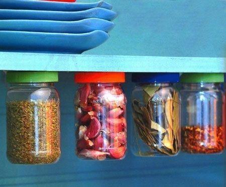 Potinhos de maionese também servem. E ainda criam o maior visual.