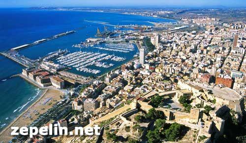 Fotografia aerea de Alicante sobre el castillo de Santa barbara