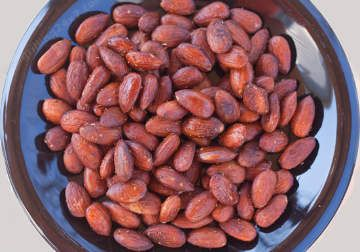 Spicy Smoked Almonds on the UDS Recipe