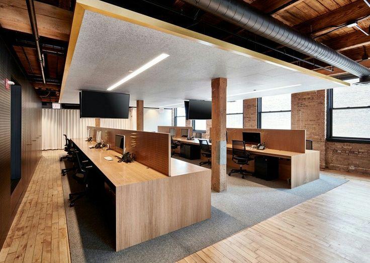 Oficina dividida por cubículos en madera . #decoración #decor #interiorismo #interiordesign #oficina #office #work #workplace #arquitectura #architecture #diseño #design #creatividad #creativity #inspiración #inspiration #mobiliario #furniture #espacio #espace #trabajo #work #workplace #office  #madera #wood
