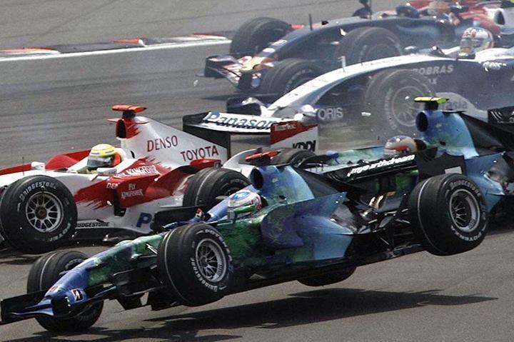F1 Jenson Button manejando su RA107 en una rueda para el U.S. Grand Prix de 2007