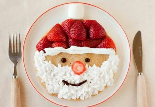 Santa pancakes. I so want to make these for the kids on Christmas morning!