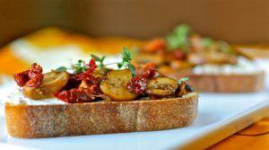 Итальянская закуска — брускетта. 25 лучших рецептов вкусной брускетты. - Смакуем