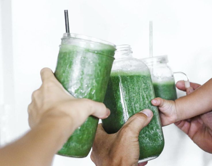 Family G R E E N smoothies on the first day of 2016! Bananas, pineapple, vitamineral green, Apple juice and fresh lettuce HAPPY NEW YEAR EVERYONE thanks for all your amazing support and inspiration throughout last year, you all keep me motivated...
