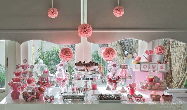 How beautiful is this pink dessert table?! pink #desserttable #party