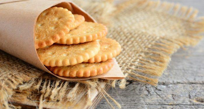 Ωρα για ένα τέλειο σνακ -Φτιάξτε κρακεράκια τυριού από τον Aκη Πετρετζίκη  #Συνταγές