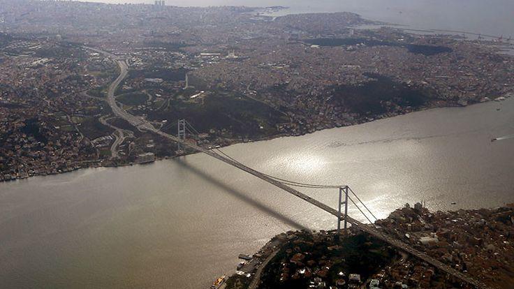 Turquía: Cierran el estrecho del Bósforo para los buques tanque - RT  https://actualidad.rt.com/actualidad/213303-cierran-estrecho-bosforo-paso-buques-tanque
