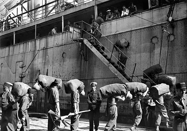 French troops departing from Marseille before the start of the First Indochina War September 1945. Photographie LAPI.-Gettyimage.