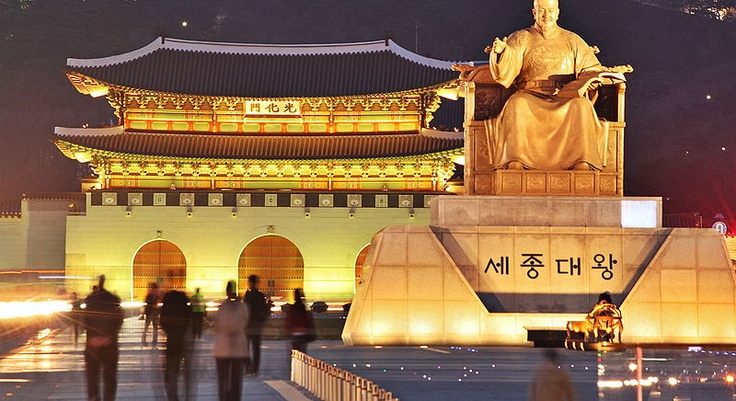 Gwanghwamun and statue of King Sejong the Great in Seoul, Korea