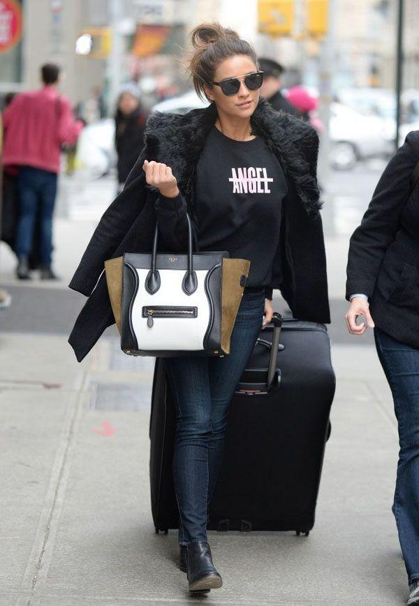 Street style de Shay Mitchell, a canadense que interpreta Emily em Pretty Little Liars, com calça jans, moletom e casaco de pele.