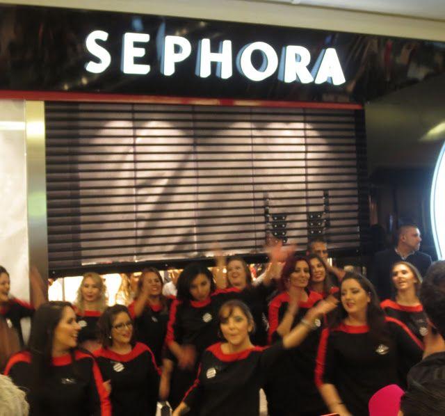 Um grande laço (simboliza a união, a felicidade, a energia, a força) da Sephora no Park Shopping Barigui   Ontem, dia 14 de outubro, acont...