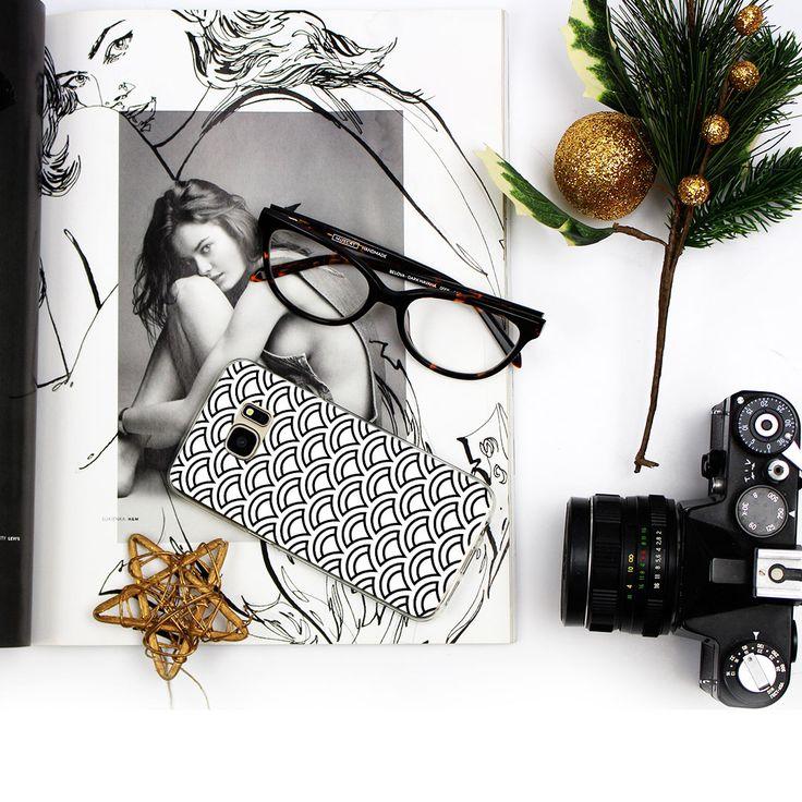 Czarno-białe etui do telefonu: coś dla fanów minimalizmu.