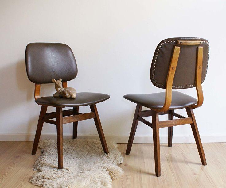 Set van 2 houten retro stoelen. Vintage stoel met bruin skai. | Kekke meubels | Flat Sheep