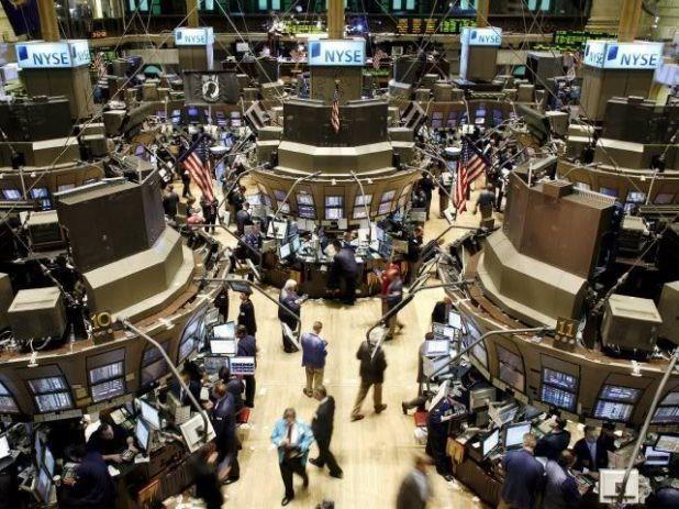 LA BOLSA DE VALORES es la entidad privada donde se realizan operaciones de compra y venta de acciones, obligaciones, bonos, certificados de inversión y valores inscritos en la bolsa. Es ahí dónde se encuentran los demandantes y oferentes de valores negociando a través de sus corredores de bolsa.