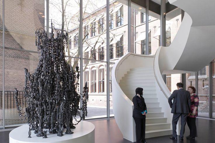 Stedelijk Museum 's-Hertogenbosch trap entreehal - Bierman Henket Interieur