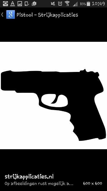Deze pistool heb ik gebruikt om het pistool na te maken en over te trekken.  Het was een handig voorbeeld omdat het alleen de  vorm is en niet hoe het echt in 3d eruit ziet.