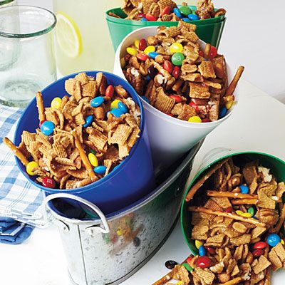 Graham Nut Clusters You can never have too much snack mix at a tailgate! Serve Graham Nut Clusters in megaphones plugged with foil. Look for them at party-supply stores.