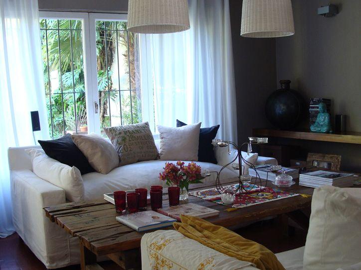 white sofa: Interior, Living Rooms, Dreamy House, Dream House, Livingroom, Apartment Inspiration, House Living, White Sofa, Deco Living