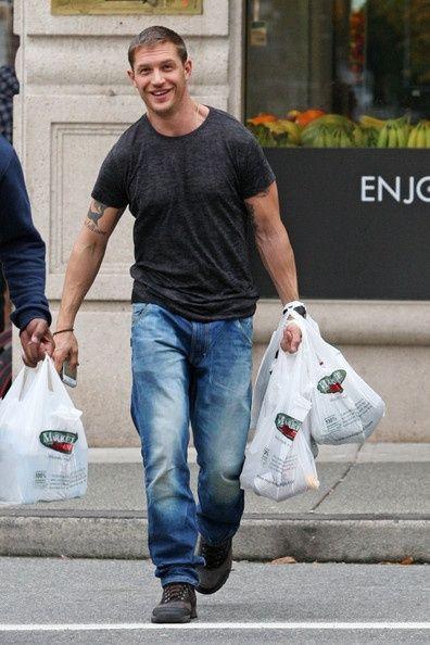 Tom Hardy Photo - Tom Hardy Shops: Eye Candy, Grocery Shops, 34 Photos, Hardy Photos, Afternoon Eye, Grocery Bags, Buff Guys, Toms Hardy, Hardy 34Photo
