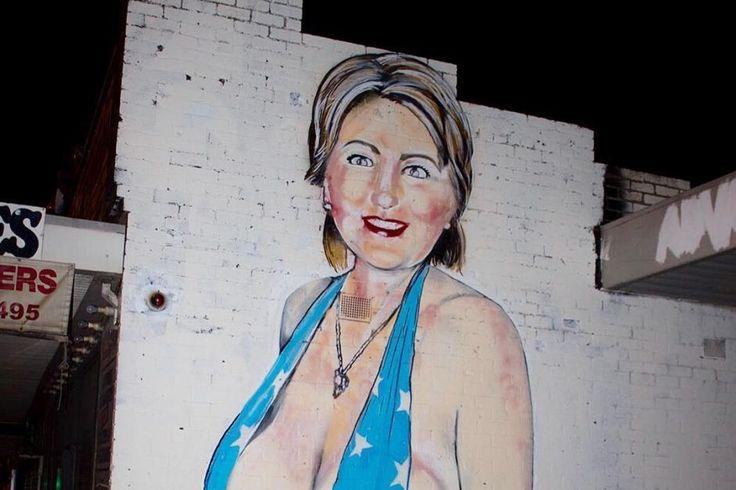 Il social network Instagram avrebbe oscurato il profilo dello streetartist Lushsux, per aver pubblicato la foto del suo murale con Hillary Clinton in déshabillé