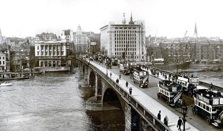 Street traffic on London Bridge in 1927 | par Stockholm Transport Museum Commons